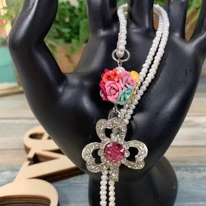 ✨Adorned Crown pearl rhinestone clover necklace